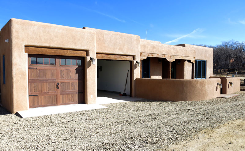 Lucus construction taos contractors taos builders for Adobe home construction